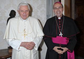 Benedicto XVI con Mons. Velasio