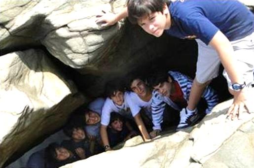 Grupo de chicos del Club Faro de Ecuador.