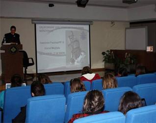 El P. Francisco Cruz, L.C., durante una de las conferencias sobre el amor humano, en la doctrina de Juan Pablo II.