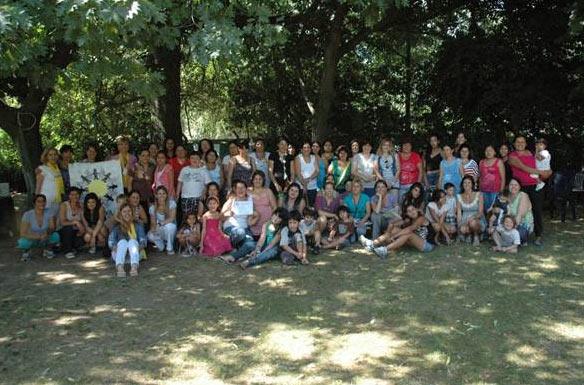 Foto grupal de las participantes en la graduación.