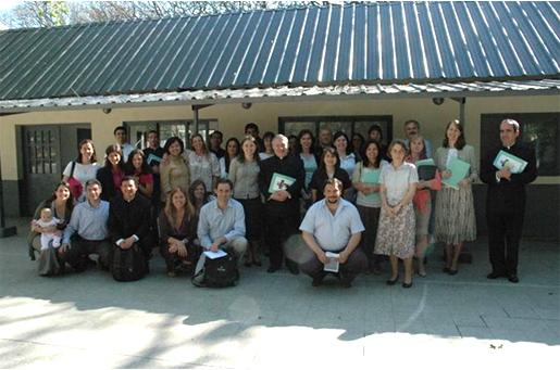 El P. José Cárdenas, L.C., al centro, con los participantes de la jornada de formación.