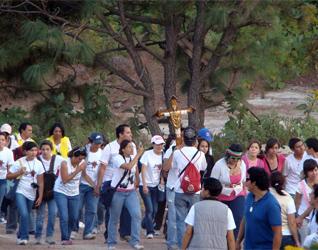 Caminata rumbo al Santuario de los Mártires, noviembre de 2009.