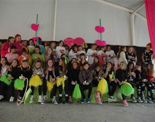 Las chicas participantes realizaron coreografías y cantaron canciones compuestas por ellas mismas.