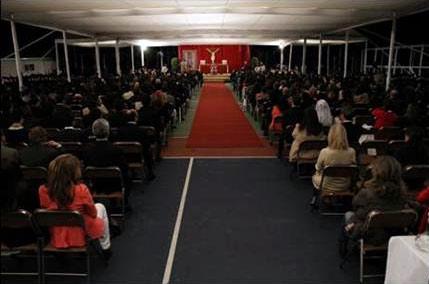 Un momento durante la misa del Card. Velasio De Paolis con miembros del Regnum Christi y simpatizantes el martes 28 de febrero en patio del Instituto Cumbres México (Vista Hermosa).