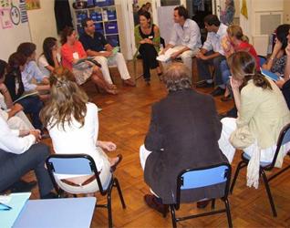Dinámica de reflexión con algunos padres de familia del Colegio Oakhill Pilar.