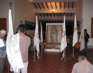 Antes de la procesión en el «Centro Misionero Rafael Guízar y Valencia» en el XXV aniversario de los adoradores nocturnos de Chilapa.