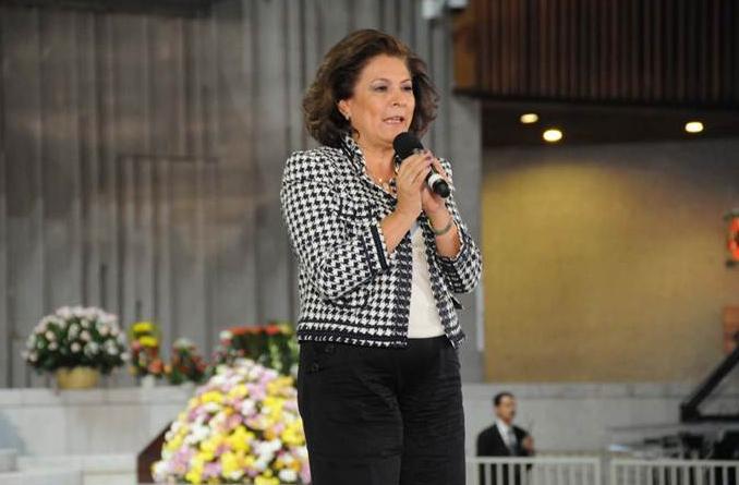La Sra. Miranda Wallace, madre de familia de un hijo secuestrado en México y activista en la concientización para detener la delincuencia, dando su testimonio.