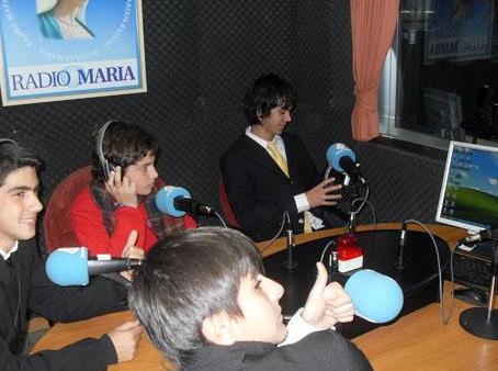 Colaboradores del ECYD en una entrevista para Radio María en Madrid, España.
