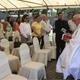 Mons. Ángel Garachana Pérez, C.M.F., obispo de San Pedro Sula, bendice la primera piedra del Colegio Trinity Biligual School. Al lado, se encuentra el P. Dennis Doren, L.C.