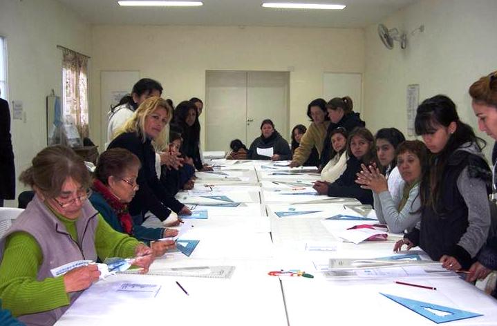 Curso de moldería para señoras, organizado por ANSPAC.