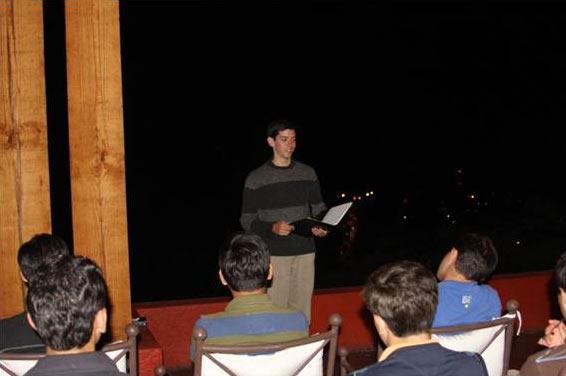 Rodrigo Treviño predica una hora eucarística a los jóvenes en discernimiento vocacional, en el año 2009.