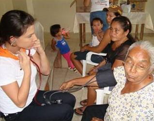 Brigadas de salud desarrolladas durante las misiones de Semana Santa, con el apoyo de médicos voluntarios.