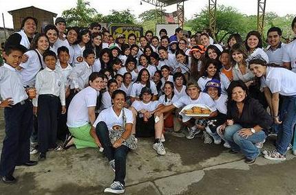 Voluntarios participantes en el primer Macro-evento organizado por Soñar Despierto de Guayaquil, Ecuador.