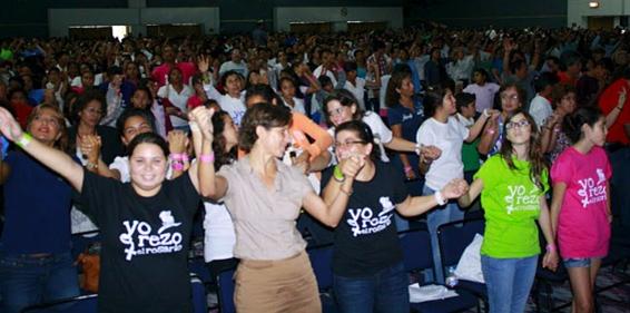 Un momento de música y animación durante el encuentro mariano con los jóvenes.