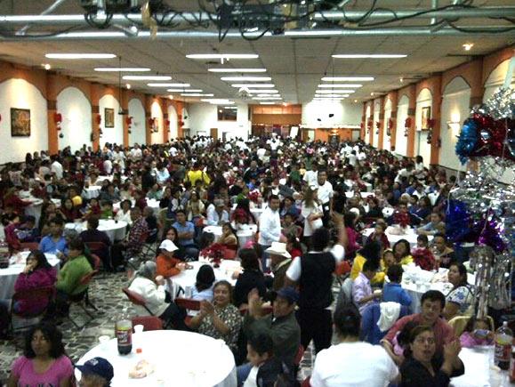 Cena de Navidad para 1,400 personas de escasos recursos de Xalapa y sus alrededores.