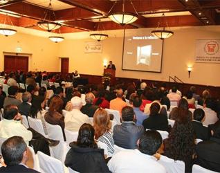 El Mtro. Armando Duarte, director nacional del Instituto Superior de Estudios para la Familia, Juan Pablo II, durante la conferencia.