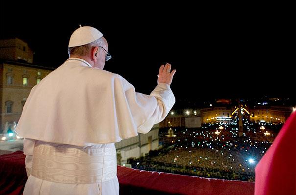 El Papa desde la Logia Central