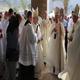 Mons. Fouad Twal riceve le chiavi delle nuova chiesa, in segno di dedicazione dell�edificio al culto divino.