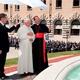 El Papa Benedicto XVI junto con el Card. Giovanni Lajolo observan la fuente de San José.