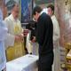 Matteo Dotti riceve l'abito religioso dalle mani di P. Eduardo Robles-Gil