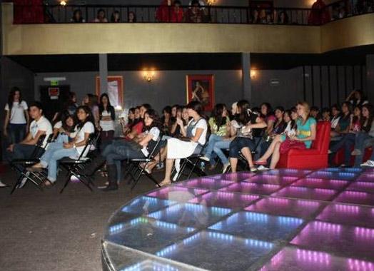 En una discoteca de la ciudad de Tuxtla Gutiérrez se dieron cita para el congreso �Guapa, vistiendo tu interior�.