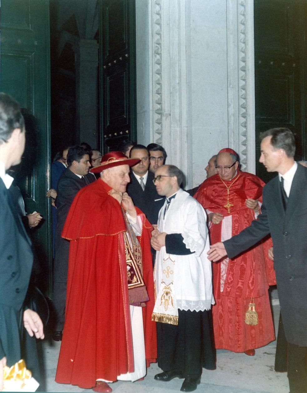 Giovanni XXIII visita la parrocchia di Guadalupe a Roma, 1962.