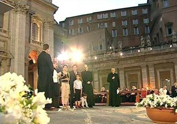 Los Sres. Heereman, junto con sus hijos y nietos, en la Plaza de San Pedro de Roma.