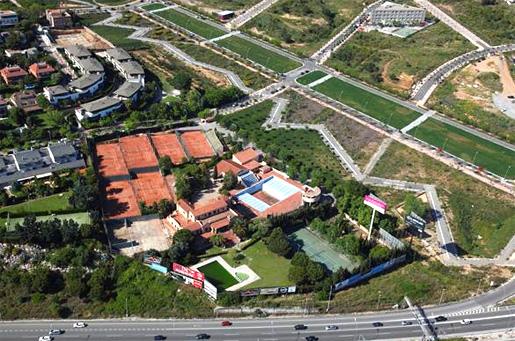 Imagen aérea de las nuevas instalaciones del Highlands School de Barcelona.