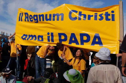 Regnum Christi is one of the new ecclesial movements. In Pentecost 1998, a large number of members met with Pope John Paul II and the other movements in Rome.