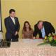 El Lic. Eugenio Grandío firma ante la Sra. Tonia Quiroz el contrato de asesoramiento por parte del sistema educativo de la Legión de Cristo y del Regnum Christi.