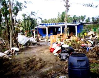La comunidad de El Salmoral, en el estado de Veracruz, fue una de tantas que sufrieron la devastación por el huracán Karl.