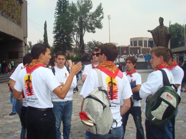I ragazzi si preparano alla missione 2010, Città del Messico.