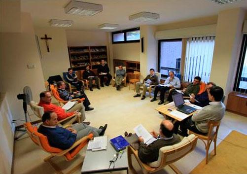 Momentos de reflexión entre consagrados del equipo de Roma en la Sede del responsable general