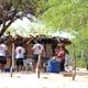Los misioneros visitan las casas e invitan también a las actividades grupales de evangelización.