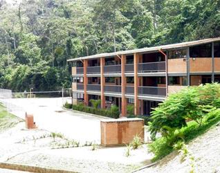Edificio del Colegio Mano Amiga para los alumnos de bachillerato.