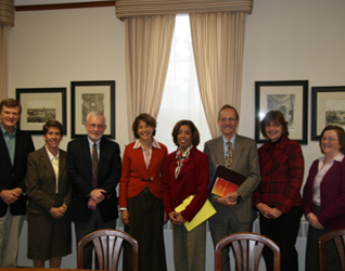 Luly Fernández and the accreditation team