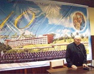 Mons. Emilio Pignoli, obispo emérito de Campo Limpo, dirige algunas palabras con motivo del 10º aniversario de la fundación del Seminario Maria Mater Ecclesiae.