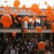 Los alumnos dejaron escapar globos naranjas con la idea de llevar sus sueños a lo más alto.