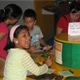 Ni&ntilde;os de rehabilitaci&oacute;n del CREVER, junto con j&oacute;venes de Contagia alegr&iacute;a, en una actividad cultural en el museo interactivo de Xalapa.