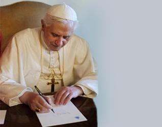 Benedicto XVI primera firma como Vicario de Cristo