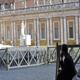 La statua di San Paolo davanti alla basilica di san Pietro, nella Città del Vaticano.