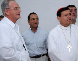 El Card. Norberto Rivera, arzobispo primado de México, junto con Mons. Pedro Pablo Elizondo, obispo de la Prelatura de Cancún-Chetumal, recorrieron las instalaciones de la Ciudad de la Alegría.