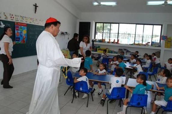 Su Eminencia visitó también a los alumnos del Colegio Mano Amiga de Cancún.