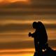 «Se io, spinto dal desiderio, buono, di preghiera, trascuro i miei doveri, allora non compio la volontà di Dio. E Dio non vuole offerte e sacrifici ma obbedienza e misericordia».