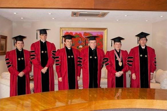 Algunos de los asistentes a la ceremonia de cambio de rector (de izq. a der.): Mtro. Jorge Juan García, P. Jaime Bordons, L.C., Act. Abraham Cárdenas, P. Rodolfo Mayagoitia, Dr. Jorge López y C.D. Alfredo Nava.