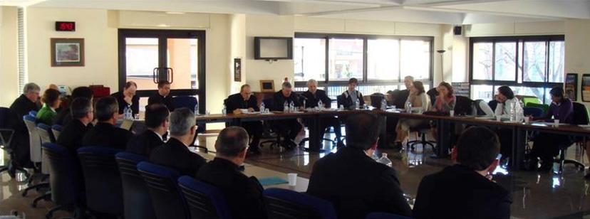Foto durante una de las reuniones con el Card. Velasio De Paolis.