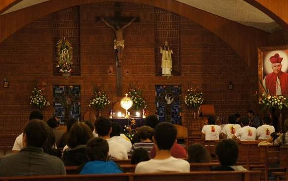 La parroquia de San Pío X se llenó de personas para pedir por la visita del Papa a México.