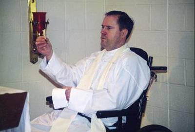 Durante la celebración de la Eucaristía en diciembre de 1997, en Cheshire (USA).
