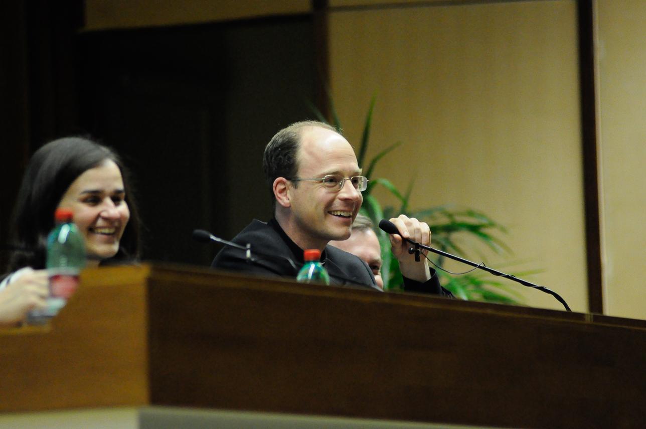 P. Sylvester Heereman, L.C con la dott.ssa Gloria Rodriguez.
