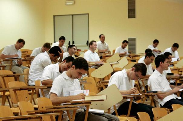 Legionarios de Cristo durante sus ejercicios de mes en el centro de estudios superiores de Roma.